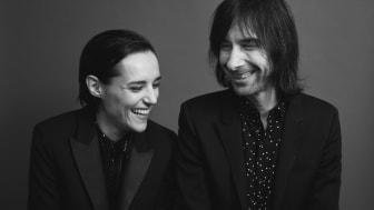 """Bobby Gillespie och Jehnny Beth går samman och släpper albumet """"Utopian Ashes""""- ute 2 juli"""