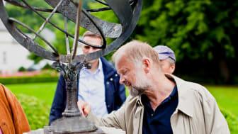 Dr. Alf Hermann führt Interessierte in den Sommerferien wieder durch den berühmten Freimaurerpark Louisenlunds