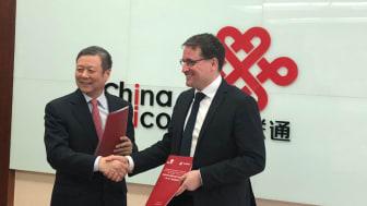 Xiaochu Wang, Président de China Unicom en compagnie de Rodolphe Belmer, Directeur général d'Eutelsat