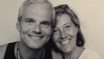 Nachrichtensprecher Thorsten Schröder freut sich, dass osteopathische Behandlungen seiner Lebensgefährtin Wiebke Tiede ihm immer wieder helfen.