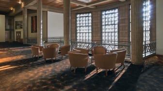 Låt golvet ta plats! Med färg, mönster och yta ger mattan ett starkt och personligt uttryck åt rummet. Här Flotex by Starck från Forbo, i design Artist.