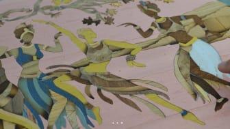 Konstnären Oubaida Mualem har jobbat med intarsia i 30 år.