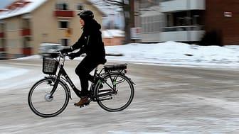 TioHundra har investerat i fler elcyklar för att minska användningen av bilar. Totalt finns nu 36 elcyklar.