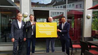 Terrasse des Welcome Hotel in Essen (von links): Stefan Bernstein (Welcome Hotel), Lars Büttner (EMG), Axel Biermann (RTG), José Luis Castrillo (VRR)