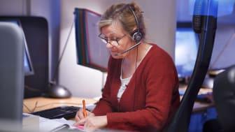 Många i alla åldrar hör av sig till Självmordslinjen som öppen dygnet runt på chatt och telefon.