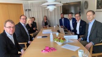 Vid signeringen av avtalet i Eslövs stadshus deltog representanter för Lomma Tegelfabrik och Eslövs kommun.