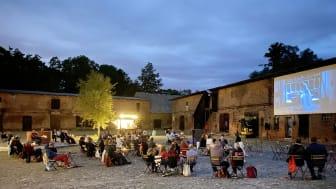 Kultur und Genuss - auf dem Schlossgut Altlandsberg an der frischen Luft. Foto: Schlossgut.