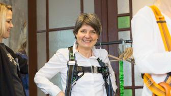 """""""Wir informieren kurz, knackig und gezielt über die neuesten Systeme und Technologien rund um das Thema Absturzsicherung"""", erklärt Angela Trinkert,  Redakteurin Der Zimmermann."""