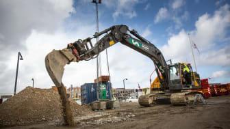 Boligminister Kaare Dybvad tog tirsdag første spadestik til 148 almene boliger i Ørestad Syd, som AG Gruppen bygger for Boligforeningen AAB.