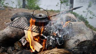 Eldningsförbud innebär att all öppen eld är förbjuden utomhus.