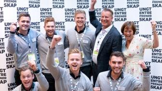 EazyZeek SB sammen med prisutdeler Johan H. Andresen fra Ferd og administrerende direktør i Ungt Entreprenørskap Norge, Grete Ingeborg Nykkelmo.