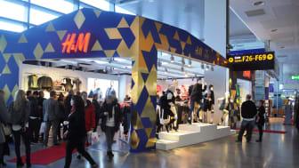 Stockholm Arlanda Airport välkomnar H&M i ny kostym på Arlanda