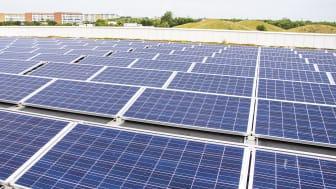 Att installera solceller är ett exempel på en energieffektiviserande åtgärd.