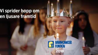 Huvudpersonen i fondens julkampanj är Ebba. Hon drabbades av leukemi när hon var nio år men mår mycket bättre nu tack vare modern barncancerforskning.
