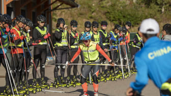 Anita Moen er imponert over disiplinen og motivasjonen til de kinesiske utøverne. Foto: Fredrik Otterstad