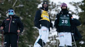 Ludvig med den gula ledarbibben innan tävling. Foto: Steven Earl/U.S. Ski Team