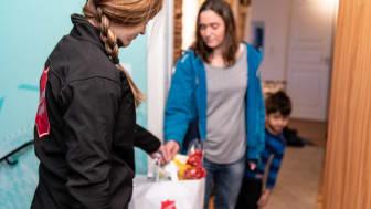 Frälsningsarmén samlar in pengar för att stötta familjer i ekonomisk utsatthet.