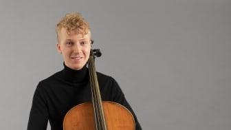 Fred Lindberg, cellist och student vid Kungl. Musikhögskolan (KMH), får 2020 års Jan Wallanderpris. Foto: Jesper Kassling