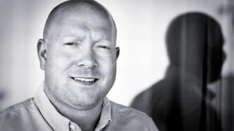 Frank Kaspersen sjekker inn hos hotell-konkurrenten