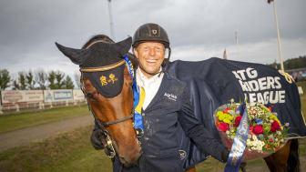 Jens Fredricson och Markan Cosmopolit (SWB) vann ATG Riders League 1,50 på Sundbyholm på lördagskvällen. Foto: Roland Thunholm