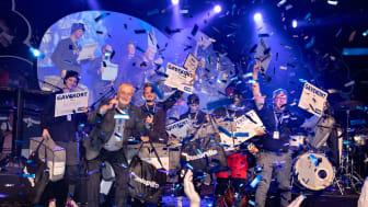 Der blev uddelt forskellige priser i løbet af aftenen, og her var Lars Larsen blandt andet med til at overrække præmier til vinderne.