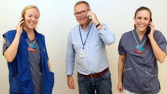 Underläkare Astrid van Beirs, klinikchef Jan Bergman och AT-läkare Amalia Hörman gläds åt telefonkampanjens goda resultat.