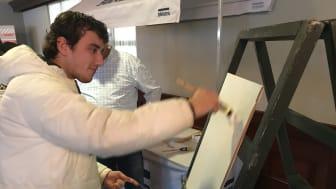 Op de Sikkens Doe-Markt krijgen ROC-leerlingen alle facetten van het schildersvak mee zodat zij enthousiast worden en aan de slag gaan in de branche. Beshar Djizani van ROC Mondriaan heeft al de keuze gemaakt.
