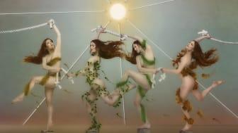 """NY SINGEL & VIDEO. Julia Stone släpper singeln """"Dance"""" tillsammans med en fantastisk video med Susan Sarandon och Danny Glover"""