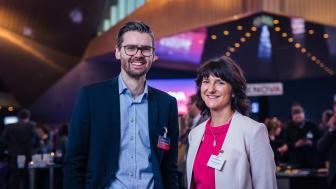 Markedssjef Ole Aksel Sivertsen i Enova og prosjektleder Emma Otervik i Forsvarsbyggs energiledelsesprogram, under Enovakonferansen 2017.