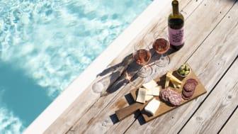 Ta pendeln till New York och bussen till Toscana, The Winery Hotel lockar med ett klimatsmart semestermål.
