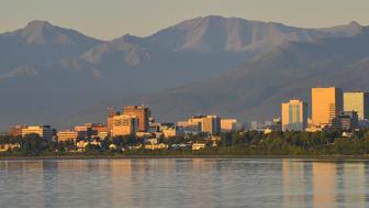 Framtiden för 4 miljoner människor och ett stort antal samhällen är i fokus på den arktiska konferensen ICASS IX i Umeå. Anchorage i Alaska är en av områdets största städer med nästan 300 000 invånare. Foto: Roy Neese.