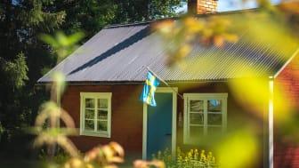 Frånvaron av internationella besökare tvingar företagare att ställa om och istället rikta sig på hemestrande svenskar.
