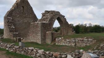 Restaureringen av ruinerna S:t Knuts kapell och fornborgen Gråborg på Öland har nu avslutats.