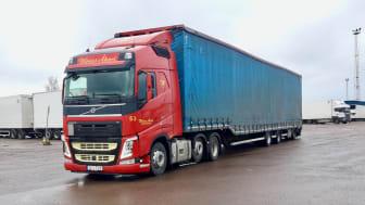 Wiréns Åkeri med Ecosense Trailer Assist installerat på en av deras Volvo-lastbilar