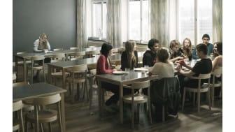 Friends lanserar årets reklamfilm – Vems sida väljer du?