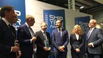 Frå utdelinga av Ship of the Year 2017. Frå venstre: Ståle Rasmussen (konsernsjef Kleven), Kaptein Svein Ole Sæter, Michael Lyng (President og CEO NKT), Arne Stenersen (adm.dir. Ship Design), Kronprins Haakon, Anniken Haugli), Asle Strønen