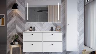Peilin koko ja muoto vaikuttavat olennaisesti kylpyhuoneen ilmeeseen ja tunnelmaan. Esimerkiksi leveä IDO Reflect -tasopeili tuo tilaan avaruutta ja keveyttä, kun säilytys keskitetään IDO Elegant -kalusteisiin.
