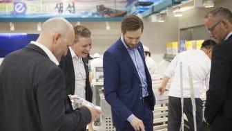 Norske eksportører under et besøk i en koreansk supermarked tidligere i år
