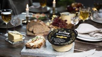 Med sin krämiga och balanserade smak har Allerums Högtidsost en självklar plats på årets julfirande.