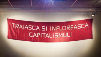 "There Is No Alternative. Pressbild: Mona Vatamanu & Florin Tudor, ""Long Live and Thrieve Capitalism!"", 2007"