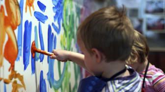 Støtte af de yngste børn er vigtig for deres læring og udvikling