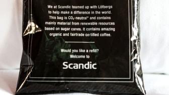 När hela Sverige Fairtrade-fikar tar Scandic och Löfbergs fram kaffeförpackning av sockerrör