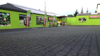Die Außenansicht des neu eröffneten Fressnapf-Marktes in Leverkusen-Opladen
