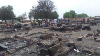 Nedbrända rester av boplatser i lägret Muna El-Badawy, maj 2020, ©Amnesty International