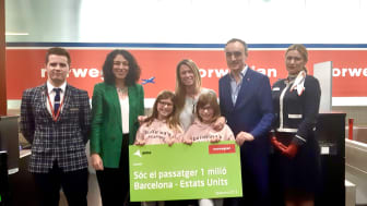 Norwegian celebra su pasajero 1 millón entre Barcelona y Estados Unidos.
