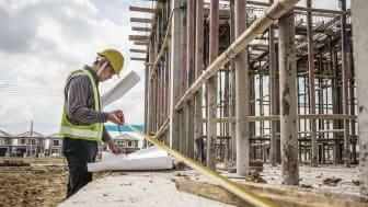 Aftalen om grønne renoveringer af almene boliger er en god chance for at få udsatte i job