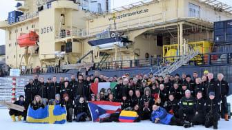 Isbrytaren Oden, med besättning, framme vid Nordpolen.