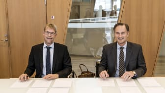 Underskrifterne blev sat at CEO i COWI, Lars-Peter Søbye og CEO i Arkitema Architects, Peter Hartmann Berg