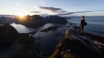 STORSLÅTT: Reinebringen er en perle i Lofoten. Foto: Hans Kristian Krogh-Hanssen / Bergans