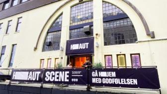 HAUTscene i Smedasundet 98. Her med teatersjef Morten Joachim Henriksen.